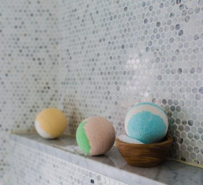 Eliminate Stress & Tension With These Homemade Cannabis Bath Bombs